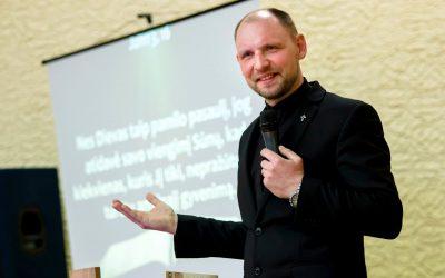 Evangelizacinis tarnavimas JIS TIESIA TAU RANKĄ